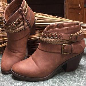 Cute Brown Braided Strap Boots